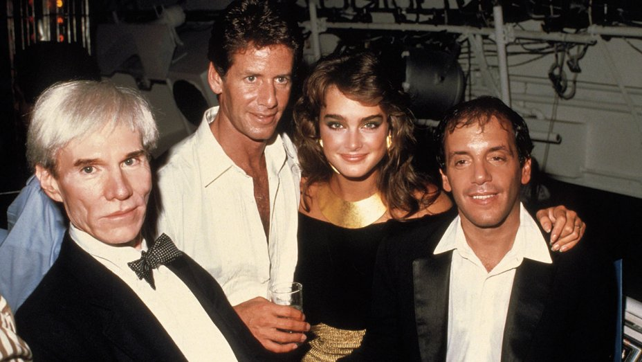 Andy Warhol, Steve Rubell, Brooke Shields y Calvin Klein en Studio 54. © Cordon Press
